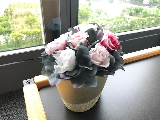 事務所の花かご